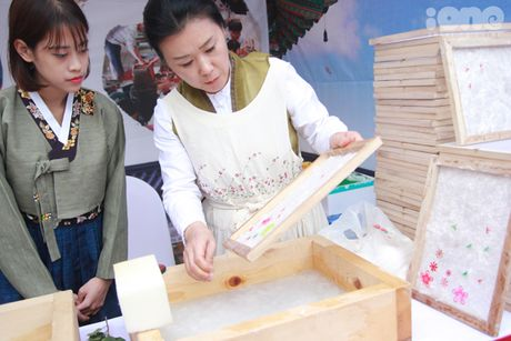 Gioi tre Ha Noi mac hanbok, thu do an duong pho Han Quoc - Anh 6