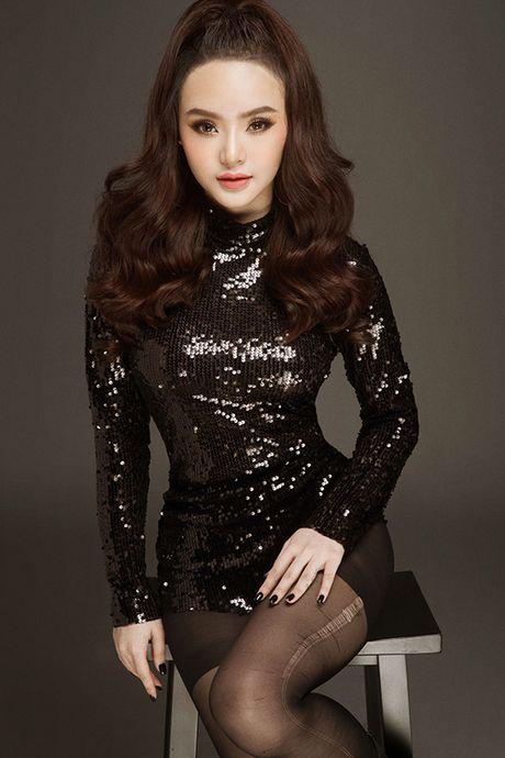Em gai Phuong Trinh chan khong dai van goi cam hut mat - Anh 1