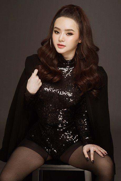 Em gai Phuong Trinh chan khong dai van goi cam hut mat - Anh 3