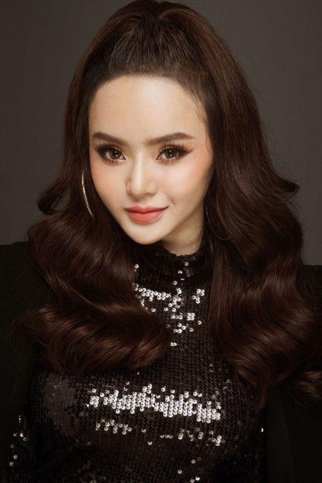 Em gai Phuong Trinh chan khong dai van goi cam hut mat - Anh 4