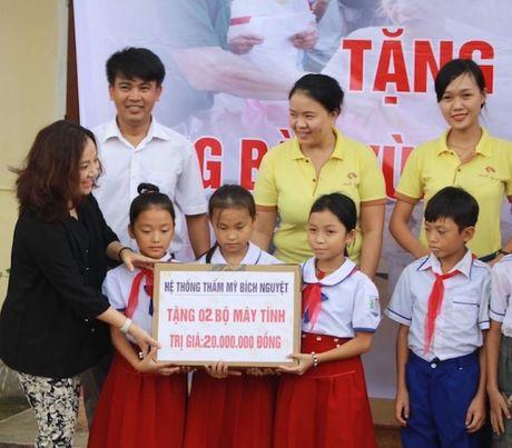 Huyen Vu Quang cam on bao DS&PL da ung ho nguoi dan vung lu - Anh 4