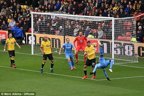 Chi tiet Watford - Stoke City: No luc vo vong (KT) - Anh 3