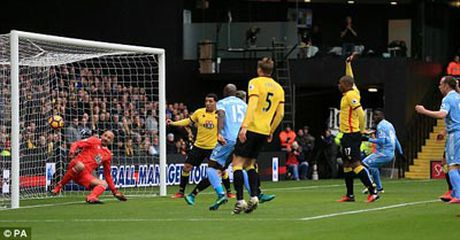 Chi tiet Watford - Stoke City: No luc vo vong (KT) - Anh 4