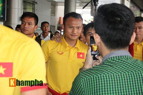 Sap da ban ket AFF Cup, DT Viet Nam bi fan quay kin o san bay - Anh 10
