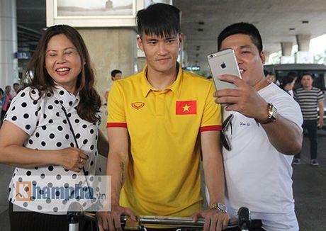 Sap da ban ket AFF Cup, DT Viet Nam bi fan quay kin o san bay - Anh 13