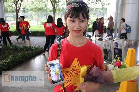Sap da ban ket AFF Cup, DT Viet Nam bi fan quay kin o san bay - Anh 14