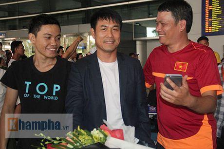 Sap da ban ket AFF Cup, DT Viet Nam bi fan quay kin o san bay - Anh 1