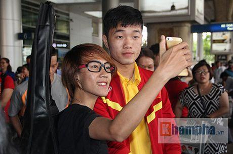 Sap da ban ket AFF Cup, DT Viet Nam bi fan quay kin o san bay - Anh 4