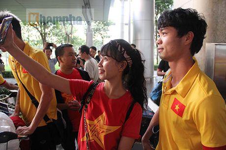 Sap da ban ket AFF Cup, DT Viet Nam bi fan quay kin o san bay - Anh 5