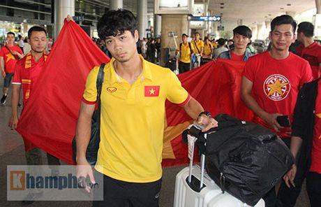 Sap da ban ket AFF Cup, DT Viet Nam bi fan quay kin o san bay - Anh 6