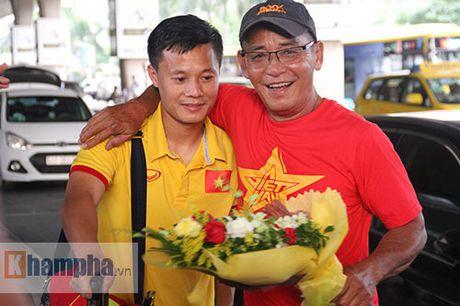 Sap da ban ket AFF Cup, DT Viet Nam bi fan quay kin o san bay - Anh 7