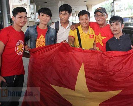 Sap da ban ket AFF Cup, DT Viet Nam bi fan quay kin o san bay - Anh 8