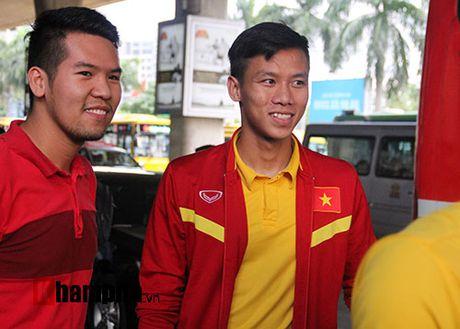 Sap da ban ket AFF Cup, DT Viet Nam bi fan quay kin o san bay - Anh 9