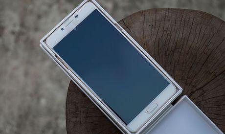 Galaxy C9 Pro voi 6GB RAM, 64GB bo nho trong da ve Viet Nam - Anh 3