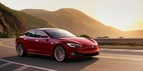 Tesla P100D co the tang toc tu 0 toi 100 km/h trong vong 2,4 giay - Anh 1
