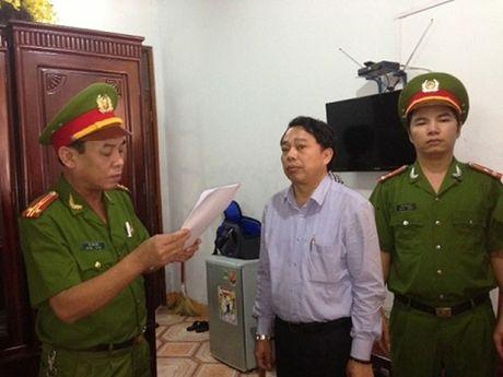 Nguyen Chu tich huyen doi mat voi ban an 20 nam tu - Anh 1