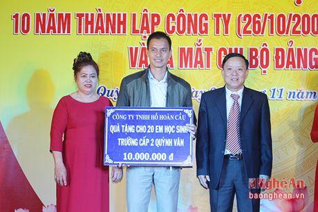 Nong dan sang che may duc gach khong nung duoc nhan Bang khen cua Chu tich tinh - Anh 2
