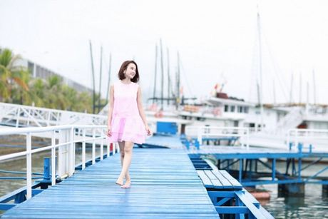 Angela Phuong Trinh phai thay 100 bo do, suot ngay o du thuyen 5 sao de… dong phim - Anh 8