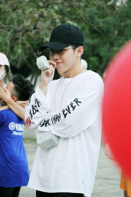 Mung ca khuc moi 'gay bao', fan Uni5 danh qua bat ngo tang than tuong - Anh 8