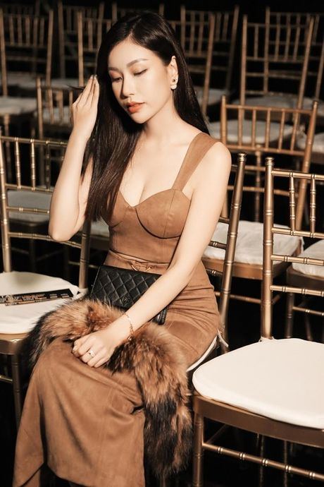 Hoa hau Nguyen Lam Cuc the hien kha nang 'bien hoa' tai tinh tai VDFW - Anh 3