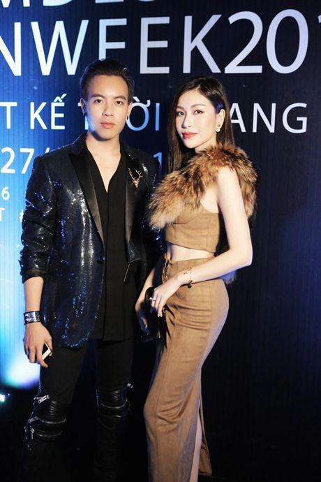 Hoa hau Nguyen Lam Cuc the hien kha nang 'bien hoa' tai tinh tai VDFW - Anh 8