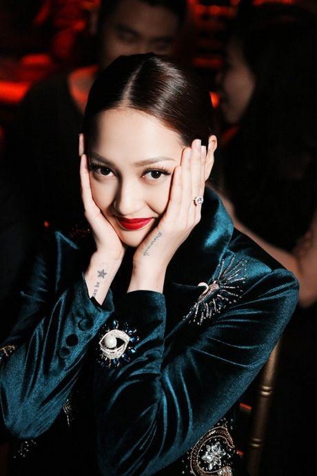 Bao Anh 'chat lu' voi hot trend cuoi 2016 xuat hien tai tuan le nha thiet ke thoi trang - Anh 6