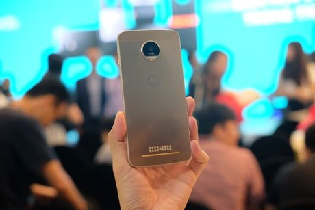 Ra mat bo doi smartphone Moto Z, Mot Z Play voi bo phu kien doc dao - Anh 1