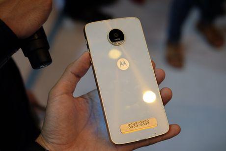 Ra mat bo doi smartphone Moto Z, Mot Z Play voi bo phu kien doc dao - Anh 4