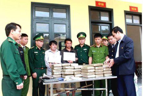 Hai nguoi Lao cho 60 banh can sa vao Viet Nam tieu thu - Anh 1
