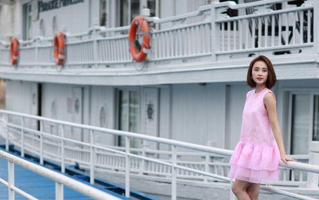 Angela Phuong Trinh khoe dang tren du thuyen o Ha Long - Anh 1