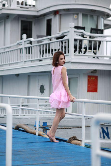 Angela Phuong Trinh khoe dang tren du thuyen o Ha Long - Anh 2