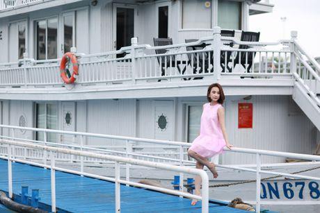 Angela Phuong Trinh khoe dang tren du thuyen o Ha Long - Anh 3