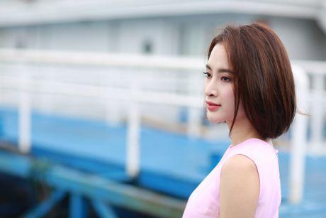 Angela Phuong Trinh khoe dang tren du thuyen o Ha Long - Anh 4