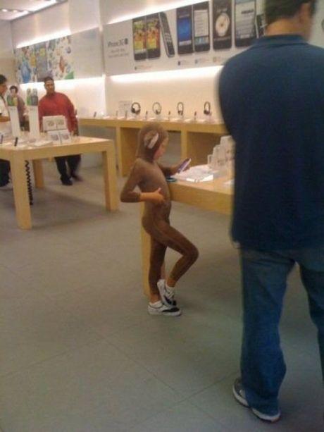 Nhung hinh anh hai huoc chi co tai Apple Store - Anh 4