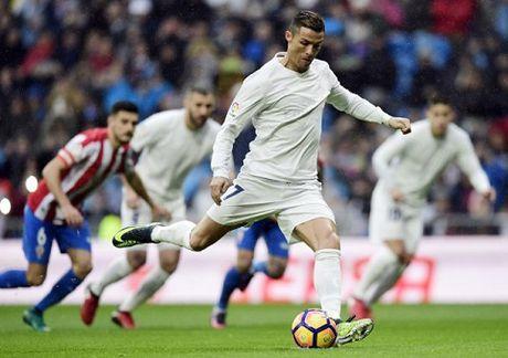 Real Madrid 2-1 Sporting Gijon: Sap trao Bong vang, Ronaldo 'no sung' tung bung - Anh 1