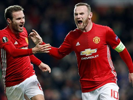 23h30 ngay 27/11, Man United – West Ham: Ngay Rooney sanh ngang Bobby Charlton - Anh 1