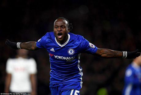 DIEM NHAN Chelsea 2-1 Tottenham: Chelsea nguoc dong ngoan muc. Moses tiep tuc toa sang - Anh 3