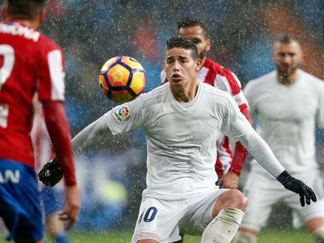 Tai sao cau thu Real Madrid mac quan ao 'trong suot' truoc Gijon? - Anh 4