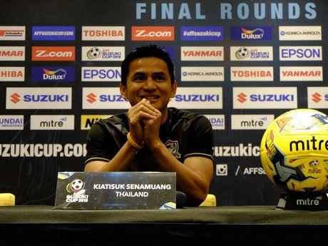 Tin AFF Cup: Huu Thang lap ky tich, Kiatisak ngai gap Viet Nam - Anh 2