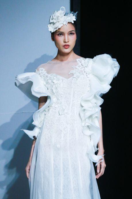 Mai Ngo 'dui da tang' van sexy lan at ca hoa hau Thuy Dung - Anh 14