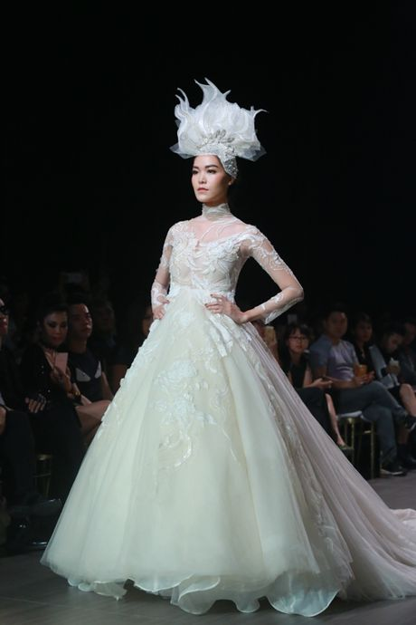 Mai Ngo 'dui da tang' van sexy lan at ca hoa hau Thuy Dung - Anh 15