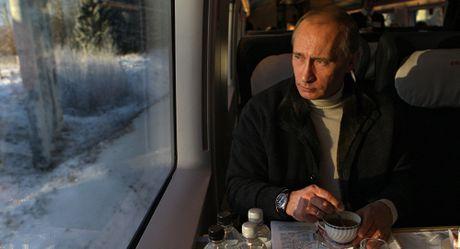 5 dieu khien nguoi manh me nhu Putin phai lo au - Anh 1