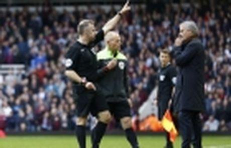 Man United mat ca Pogba lan Fellaini o tran tai dau West Ham - Anh 2