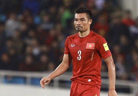 Diem tin toi 28/11: Man Utd dang bi am; HLV Huu Thang nhan cu hich quan trong - Anh 1