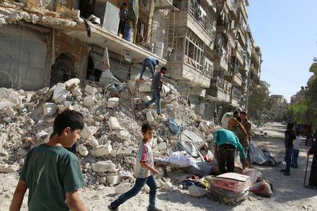 Hang nghin nguoi dan so tan khi quan doi chinh phu tien sau vao Aleppo - Anh 1