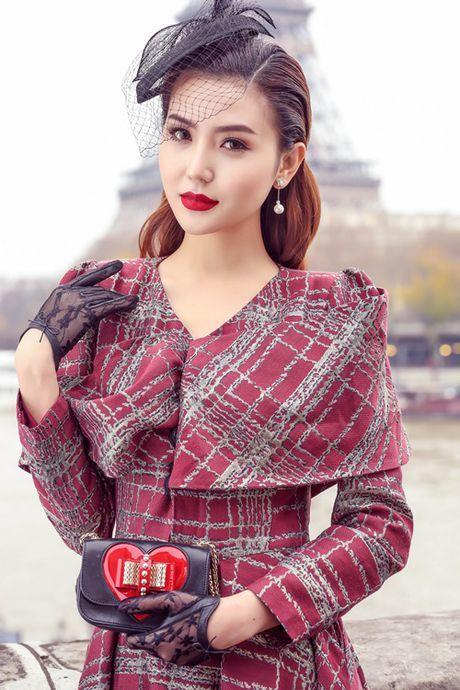 "Ngoc Duyen hoa quy co quy toc dao pho Paris truoc ""gio G"" Victoria's Secret 2016 - Anh 1"