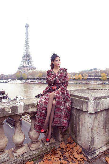 "Ngoc Duyen hoa quy co quy toc dao pho Paris truoc ""gio G"" Victoria's Secret 2016 - Anh 2"
