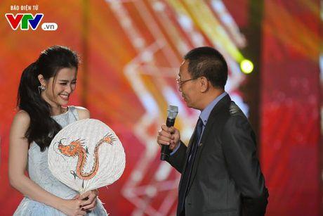 Dong Nhi xinh nhu cong chua, cuoi ngat ben NB Lai Van Sam - Anh 3