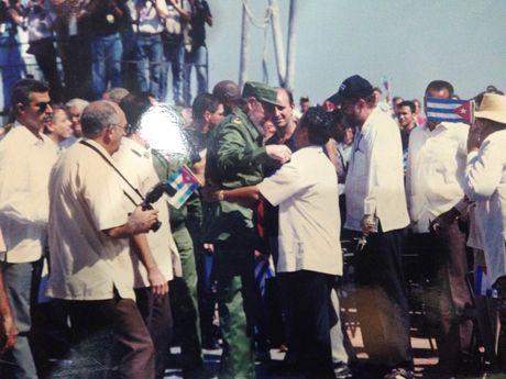 An tuong xuc dong ve Fidel Castro qua cau chuyen cua can bo Viet - Anh 1