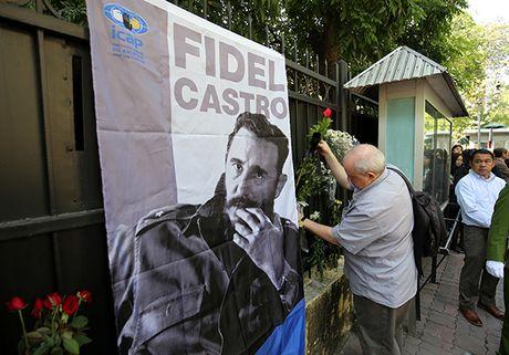 Lanh dao Dang, Nha nuoc va nguoi dan Viet Nam den vieng lanh tu Fidel Castro - Anh 9